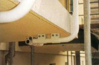 Detailansicht Balkongeländer und sanierte Balkonplatte mit integrierter Tropfkante
